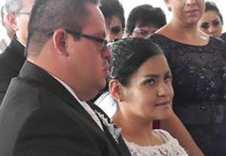'Estoy con ella para toda la vida' aseguró Francisco al casarse con María de los Ángeles. (Excélsior)