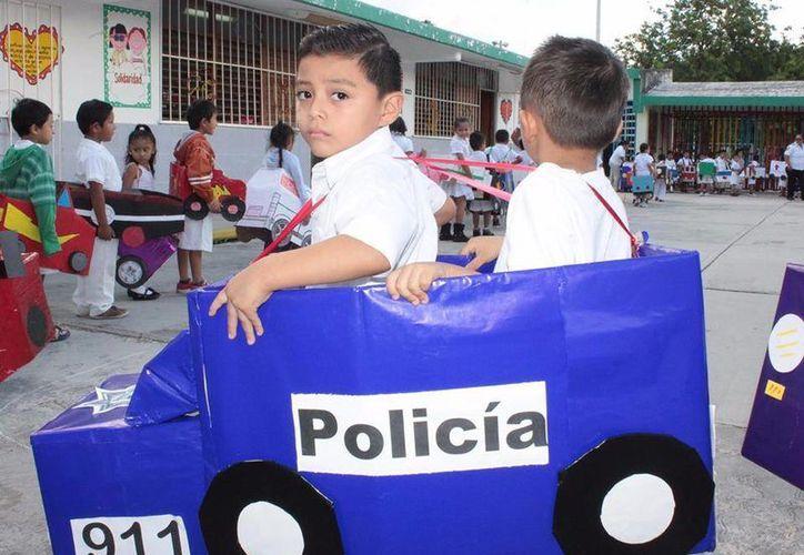 Alumnos, padres de familia y docentes participan en el programa. (Foto: Redacción)
