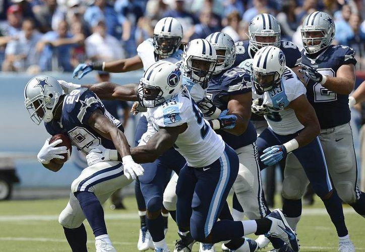 Ante Tenessee, la criticada defensiva de Dallas se lució, con dos capturas y dos pases interceptados. (AP)