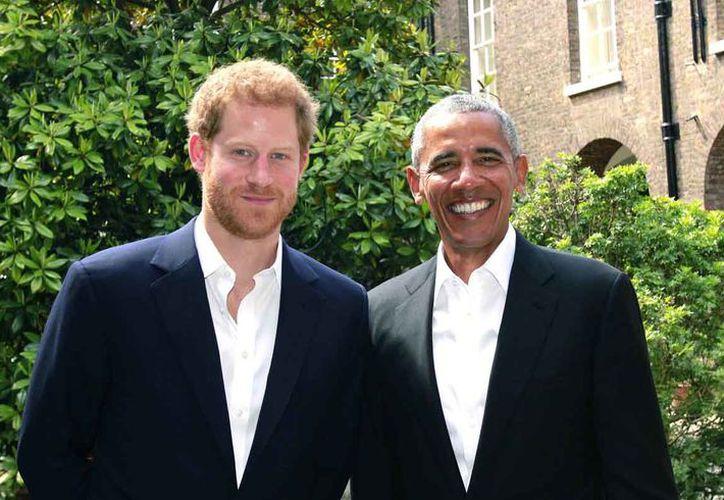 El príncipe y Obama tomaron temas como el apoyo a los veteranos, la salud mental y la conservación ambiental. (Foto:AP)