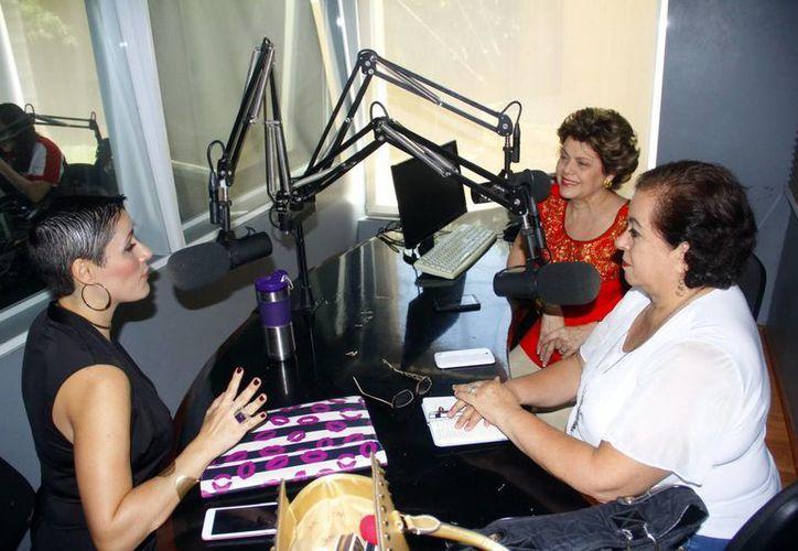 Alis García y Esperanza Nieto durante su charla con Sonia García Quirós. (Juan Albornoz/SIPSE)