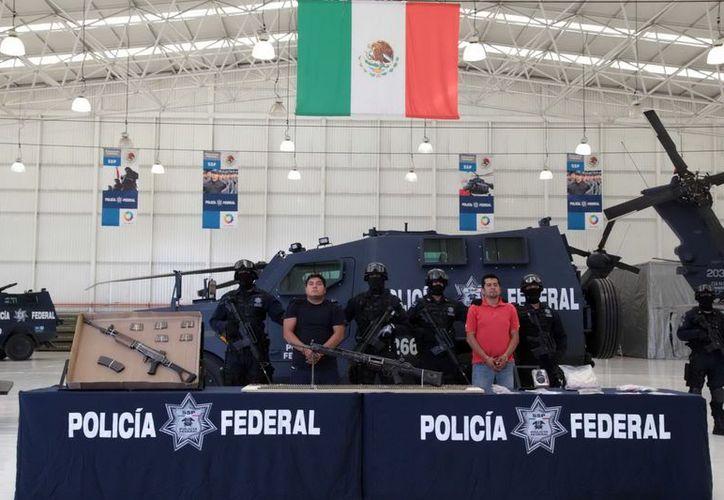 Los vehículos promocionados son blindados, similares a los que utiliza la Policía Federal. (Archivo/Notimex)