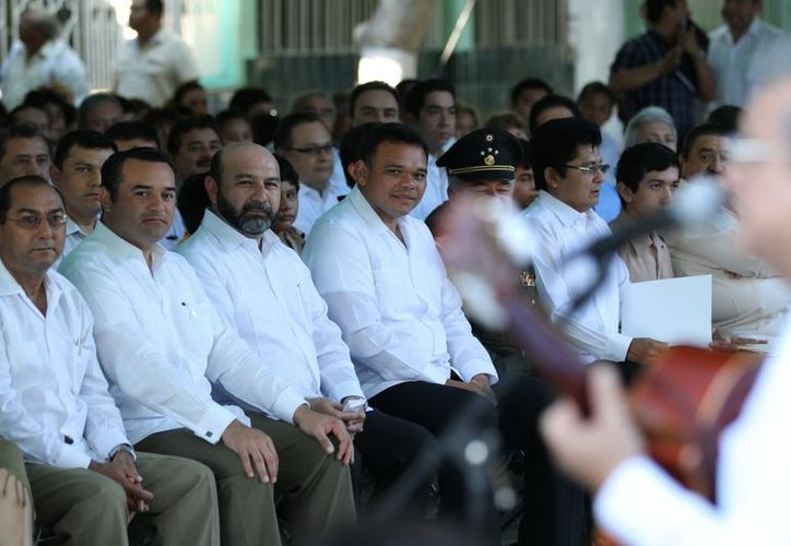 En el evento, encabezado por el gobernador Rolando Zapata Bello, el orador Géner Echeverría Chan recalcó que es vital vincular esfuerzos para impulsar programas educativos. (Cortesía)