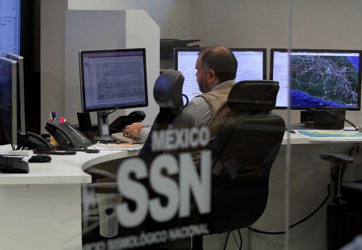 El próximo lunes, el SSN ublicará en sus diferentes plataformas de Internet reportes hipotéticos para alertar a la población de un fuerte sismo. (Notimex)