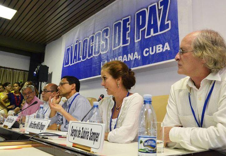 Los diálogos de paz entre las FARC y el gobierno de Colombia cuentan con la presencia de Cuba y Noruega como garantes y Chile y Venezuela como acompañantes. (Notimex)