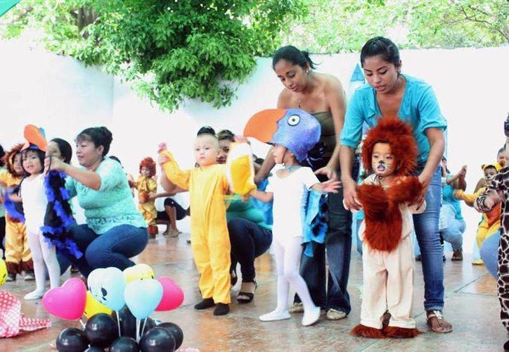 Los beneficiarios mostraron el desarrollo alcanzado en los talleres, en el festival de fin de cursos de la Unidad Universitaria de Inserción Social. (Milenio Novedades)