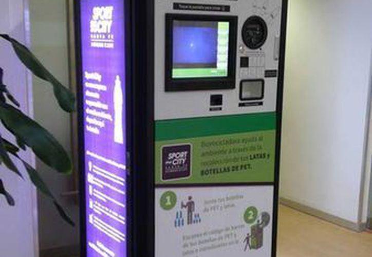 La empresa Hengsheng Plastic instalará 350 máquinas en centros comerciales y estaciones del Metro del DF para intercambiar material reciclable por dinero y otros premios. (Facebook/HengShengPlasticMx)