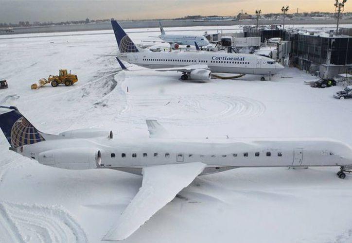 Newark y Logan cancelaron más de 70 por ciento de sus vuelos de salida. (Notimex)
