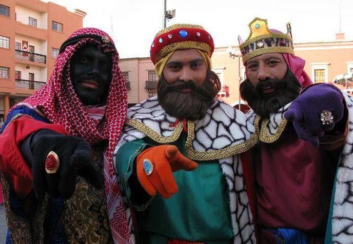 Los Reyes Magos leoneses premian cada 6 de enero el buen comportamiento de los menores. (Milenio)