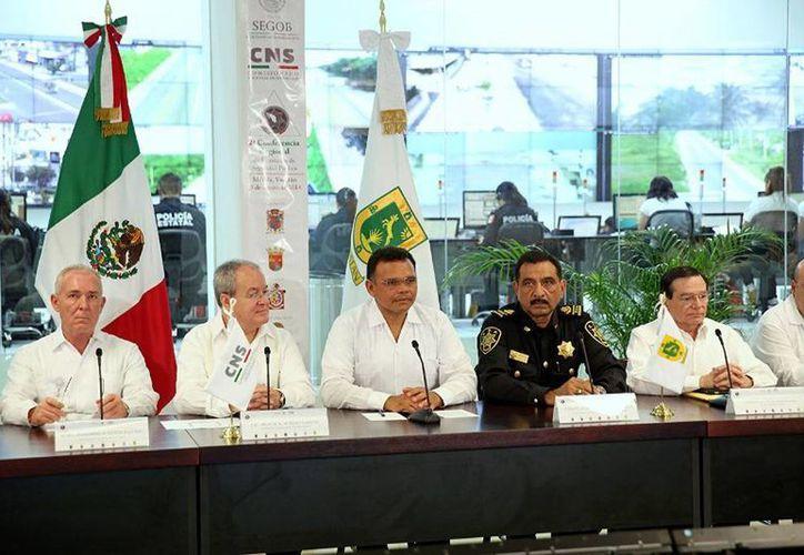El gobernador de Yucatán, Rolando Zapata Bello (c), participó en la 2ª Conferencia Regional de Secretarios de Seguridad Pública. (Cortesía)