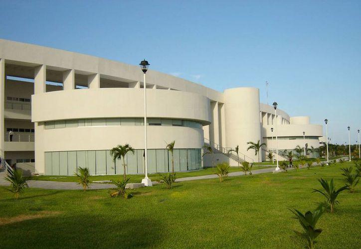 Las clases se llevarán a cabo en la Universidad del Caribe, en Cancún. (Redacción/SIPSE)