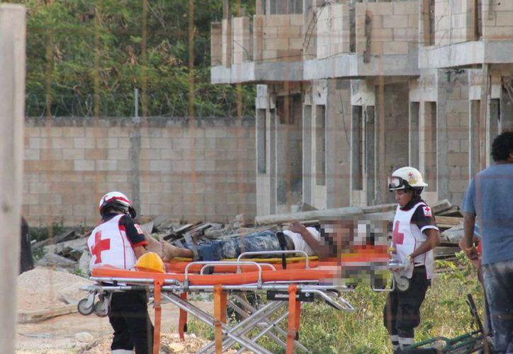 Los asaltantes escaparon por la parte de atrás de la construcción. (Foto: Redacción/SIPSE).