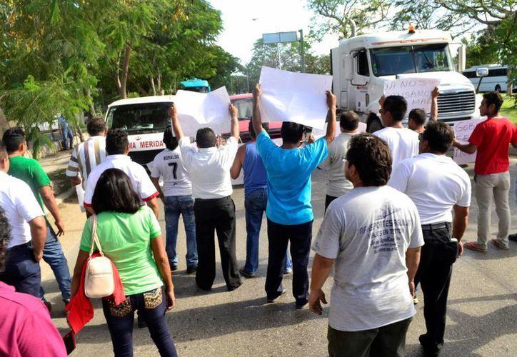 Con un cierre de calles integrantes de la Asociación Mexicana de Organizaciones Transportistas y algunos ciudadanos mostraron su inconformidad contra la alza de precios en los energéticos. (Daniel Sandoval/ Milenio Novedades)