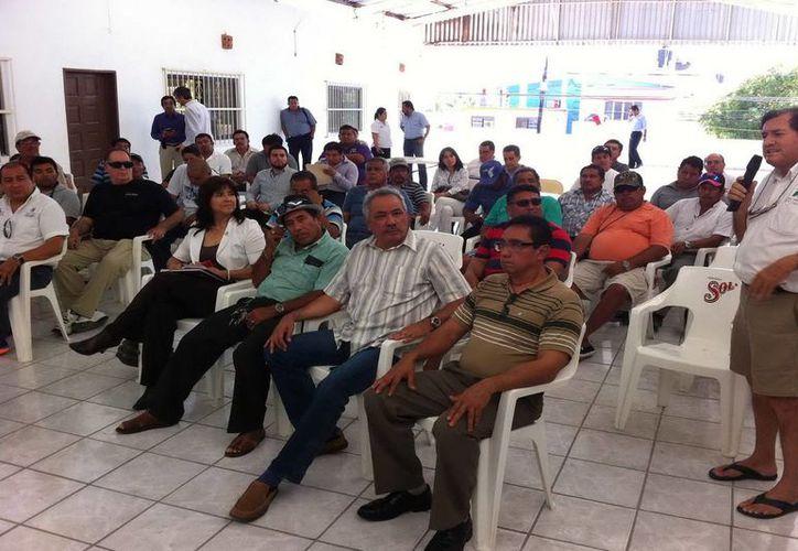 En Quintana Roo existen 26 cooperativas, 120 pescadores permisionarios, 14 centros de recepción y más de dos mil pescadores. (Redacción/SIPSE)