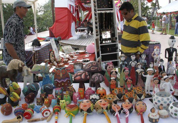 Los artesanos están repartidos en varios municipios como Benito Juárez, Cozumel, Solidaridad, Puerto Morelos, Tulum e Isla Mujeres. (Tomás Álvarez/SIPSE)