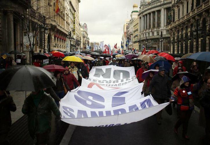 """Oxfam denuncia que la concentración de los recursos económicos en una minoría provoca un """"secuestro democrático"""", pues los gobiernos pasan a servir a una élite acaudalada. (Agencias)"""