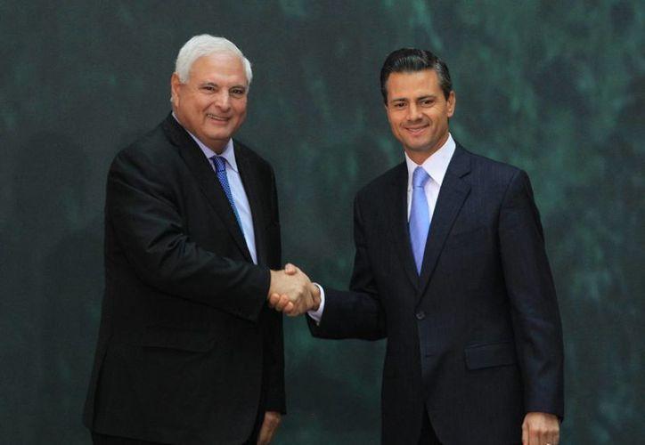 El presidente de México, Enrique Peña Nieto y su homólogo de Panamá, Ricardo Martinelli, posan durante una rueda de prensa conjunta en marzo de 2014. (EFE/archivo)