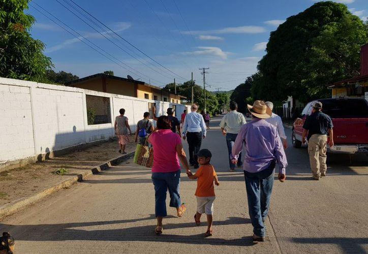 Este miércoles se inició el levantamiento del censo oficial en las localidades La Mata, Lázaro Cárdenas y Santiago, del municipio de Ixtaltepec, para conocer los daños que ocasionó el siniestro en la infraestructura habitacional. (Boletín)