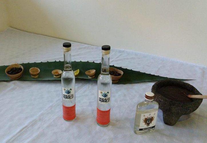 El sommelier profesional compartió algunos procedimientos para la destilación del mezcal. (Foto: Cortesía)