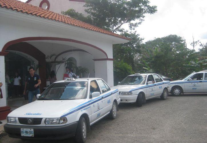 La tarifa mínima del servicio en Bacalar es de 17 pesos. (Foto: Javier Ortiz)