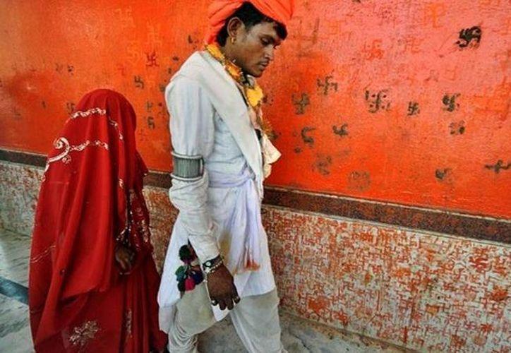 El documento informa que el matrimonio de niñas pone en peligro su derecho a la salud, la educación y la protección. (infanciahoy.com)