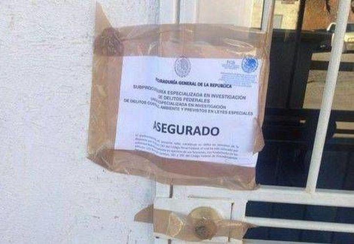 """La PGR colocó sellos con la leyenda """"asegurado"""" a las instalaciones de la mina Buena Vista del Río. (Twitter.com/@felixfelixvic)"""