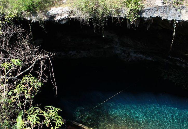 Yum Chaac, el señor de la lluvia, encargó a la serpiente Tsukan procurar que los cenotes jamás se sequen. (Archivo/Notimex)