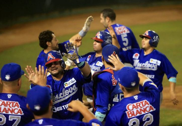El equipo Leones cayó ante Acereros (foto) y a partir de este martes jugará contra Sultanes de Monterrey. (Mauricio Palos/Milenio Novedades)