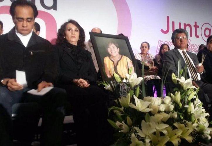 Legisladores y militantes del PRD rindieron un homenaje póstumo a la alcaldesa de Temixco, Gisela Mota, quien fue asesinada en Morelos. (twitter/@Dolores_PL)