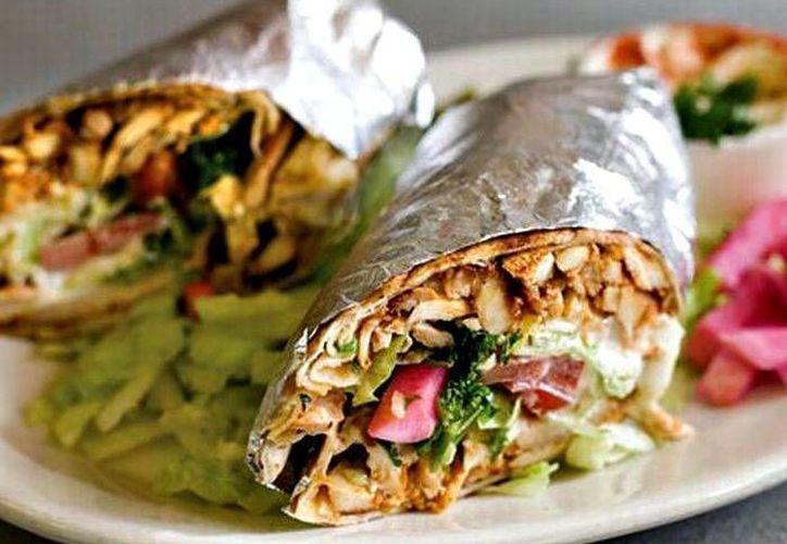 En el shawarma, la carne, que siempre está girando, es cortada en finas láminas sólo cuando va a servirse. (Contexto/Internet)