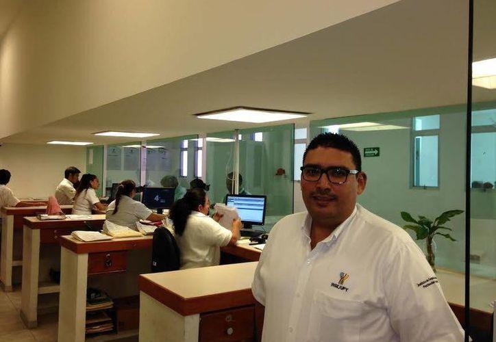 El director del Catastro estatal, Mario Peraza Ramírez, señaló que los munícipes están manifestando su interés por obtener títulos de propiedad de palacios municipales no solo para obtener certeza jurídica sino para poder invertir en esas instalaciones. (Milenio Novedades)