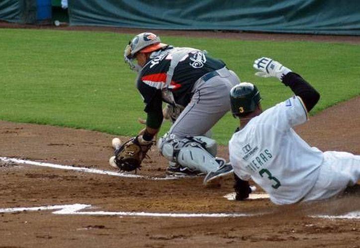 El perico Taveras consigue una carrera en duelo contra Leones de Yucatán. (Milenio Novedades)
