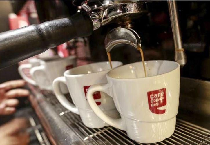 Las autoridades sanitarias de Japón recomiendan consumir máximo tres tazas de café al día. (RT)