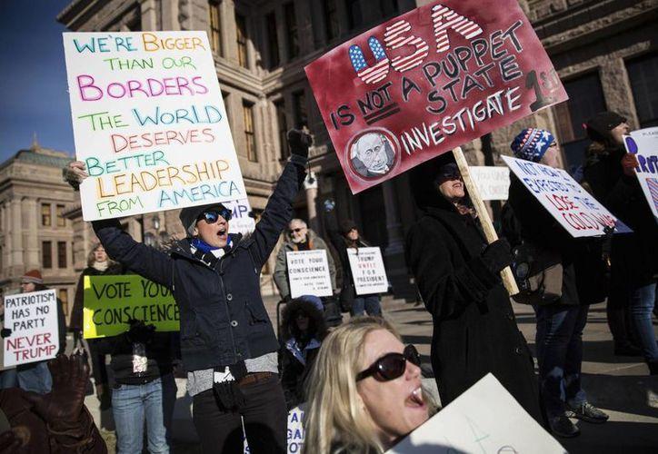 Los manifestantes expresaron su rechazo a Donald Trump en las calles de Austin, capital de Texas. (AP/Tamir Kalifa)