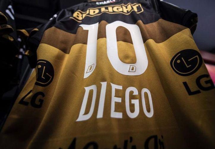 Con la llegada de Diego Armando al banquillo de Sinaloa, las ventas de la playera se dispararon en los diferentes puntos de Culiacán. (Vanguardia MX)