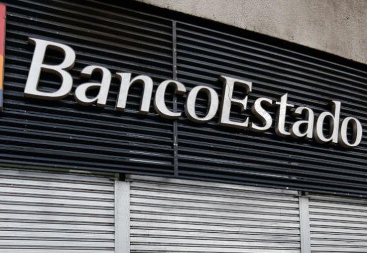 Banco Estado bloqueó las tarjetas de los clientes afectados para evitar el robo de dinero o las transferencias maliciosas. (Agencia Uno)
