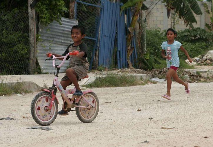 Los menores de uno a nueve años de edad son los más propensos a sufrir accidentes dentro del hogar y mientras juegan en la calle con sus amigos. (Harold Alcocer/SIPSE)