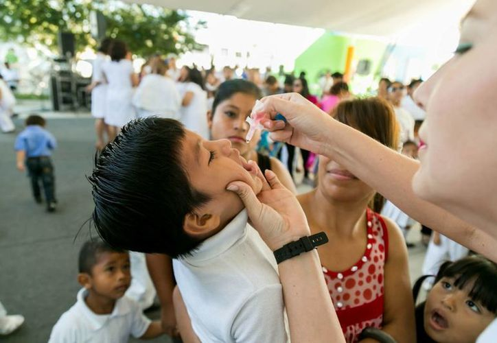 Desde este jueves y hasta el 26 de febrero miles de niños en Yucatán serán vacunados contra enfermedades como la difteria, tétanos, etc, dentro de la primera Semana Nacional de Salud. (Foto cortesía del Gobierno de Yucatán)