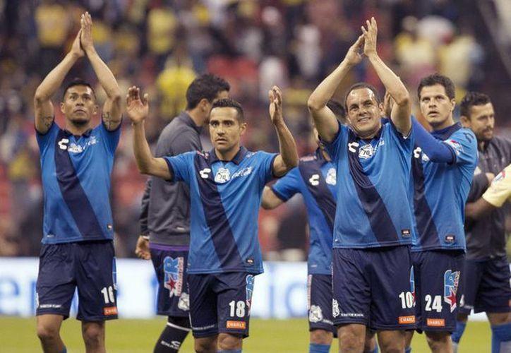 En cuestión de días, Cuauhtémoc Blanco (10) anunció su precandidatura política con el PSD para contender por la alcaldía de Cuernavaca, y luego jugó con Puebla contra América. (Notimex)