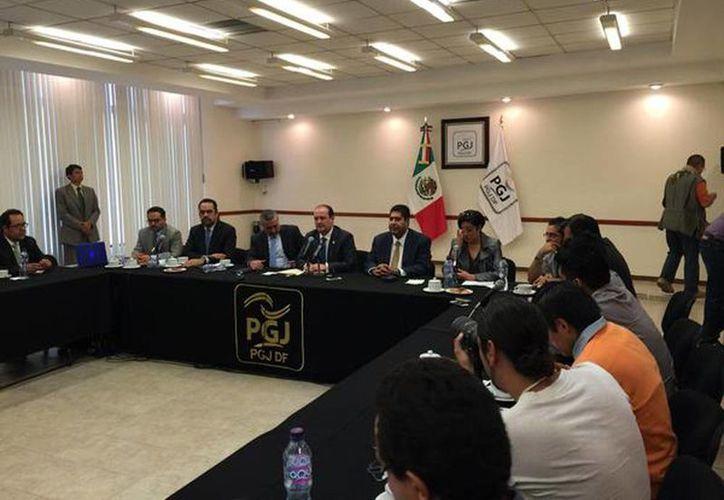 El procurador capitalino señaló que no podía dar detalles del sujeto presentado y mucho menos el nombre de la colombiana por el momento. (@PGJ_CDMX)