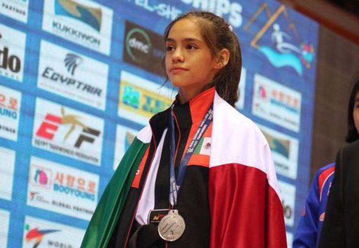 La mexicana Eyleen Góngora se hizo de la presea de plata en la categoría de menos de 33 kilos. (Twitter)