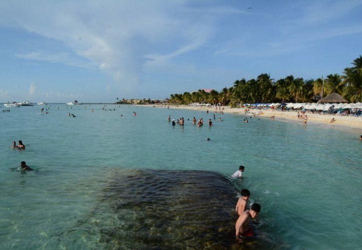 Es importante mantener una vigilancia de la calidad del agua en las playas. (Luis Soto/SIPSE)