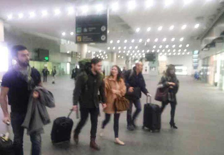 El joven Daniel Reynoso Lesperance arribó al aeropuerto de la Ciudad de México a las 3:15 horas de este lunes, procedente de París. (Mauricio Hernández/Excelsior)