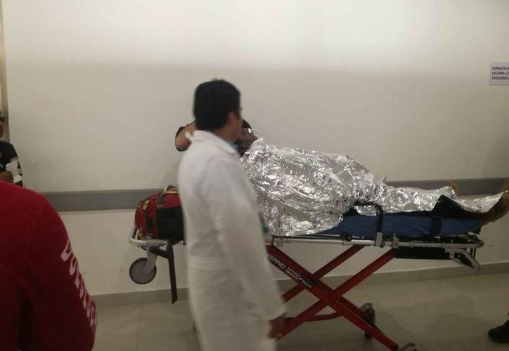 Los empleados fueron trasladados al Hospital General. (Eric Galindo/SIPSE)