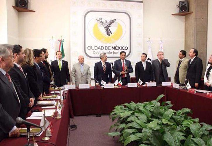 En el Antiguo Palacio del Ayuntamiento, integrantes de la Conferencia Nacional de Gobernadores determinaron impulsar la desvinculación del salario mínimo en todo el país. (@ManceraMiguelMX)