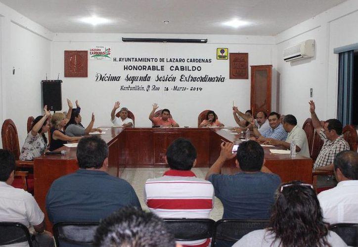 Sesión extraordinaria del Cabildo del municipio Lázaro Cárdenas. (Raúl Balam/SIPSE)