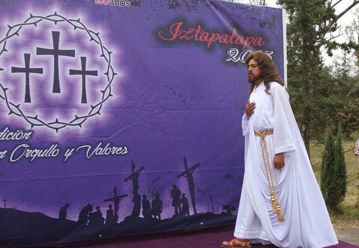 Daniel Agonizantes es quien este año da vida a Jesús en la 172 representación de la Pasión de Cristo en Iztapalapa. (Archivo/Notimex)