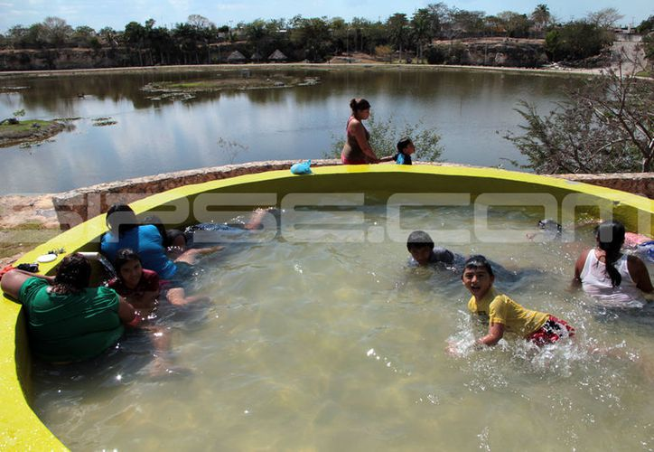 Las piscinas municipales son una opción para los niños meridanos en estas vacaciones de Semana Santa. (José Acosta/ Milenio Novedades)