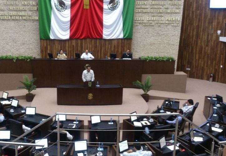 Imagen de la sesión del Congreso del Estado, luego del análisis de la Glosa del Tercer Informe de Gobierno. (José Acosta/SIPSE)