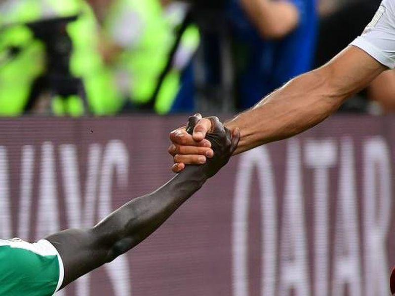 La foto de Rodrigo Villalba ha dado la vuelta al mundo al demostrar hermandad entre dos jugadores muy diferentes. (Foto: Rodrigo Villalba)